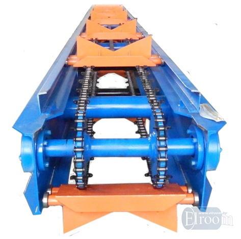 Цепной транспортер для зарядки стальной трубы в полиэтиленовую оболочку.